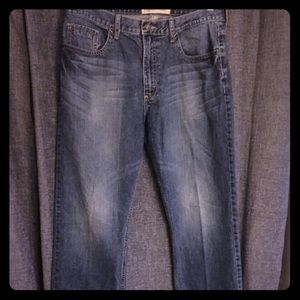 "Wrangler relaxed straight fit jeans 32""x32"""